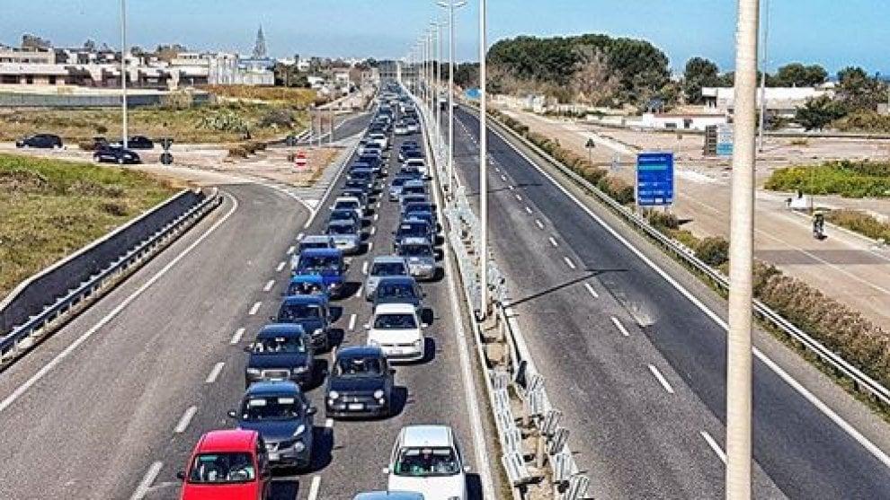 Bari, tangenziale bloccata e code interminabili in direzione sud per lavori in corso