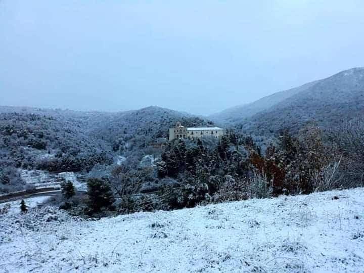 Scenario da fine del mondo in provincia di Foggia, trombe d'aria,grandinate e strade imbiancate dalla neve