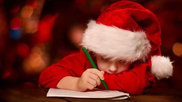 Bimbo di 9 anni insoddisfatto dei regali di Babbo Natale, chiama la polizia