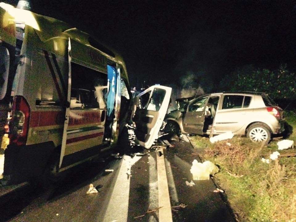 Puglia incidente su statale 16, coinvolte tre auto, due sono i morti, una persona è in fin di vita