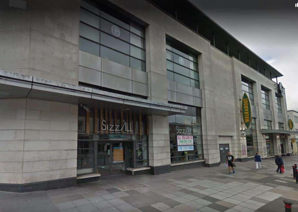 Bambina di 8 anni violentata nel bagno di un noto ristorante, ricercato uomo alto di 30 anni