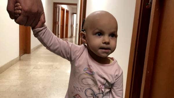"""Foggia i genitori di Francesca """"Vi prego abbiamo bisogno di voi"""", raccolta fondi per la bimba di 2 anni affetta da un tumore"""