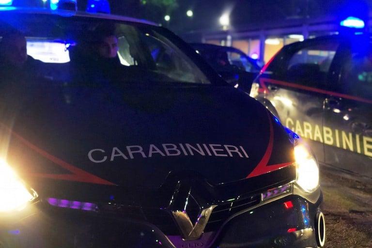 Covid-19, scacco alla movida barese, controlli fuori dai locali del lungomare, decine di ragazzi fermati dai Carabinieri