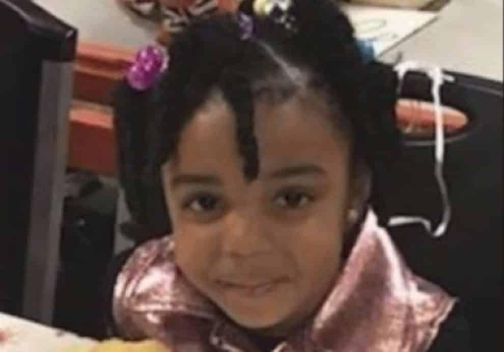 Bimbo di 3 anni uccide la sorellina di 4 anni, le ha sparato in testa con la pistola della madre