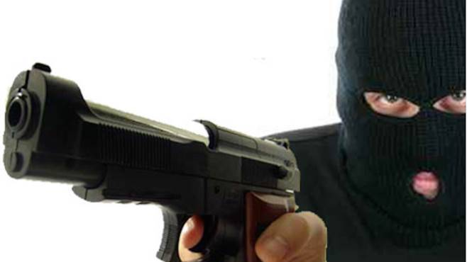 Arancia meccanica in Puglia, rapina in casa, ladri massacrano di botte una coppia per due anelli