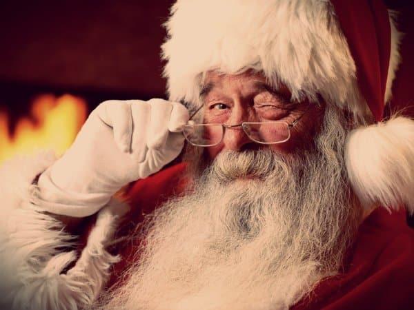 Maestra dice ai suoi piccoli alunni che Babbo Natale non esiste e viene licenziata in tronco