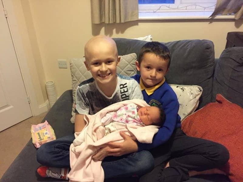 A 9 anni lotta contro il cancro per vedere nascere la sua sorellina, ci riesce ma muore subito dopo