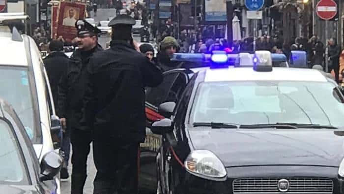 Lecce, si ferma per soccorrere una donna vittima di un incidente stradale ma poi cerca di violentarla