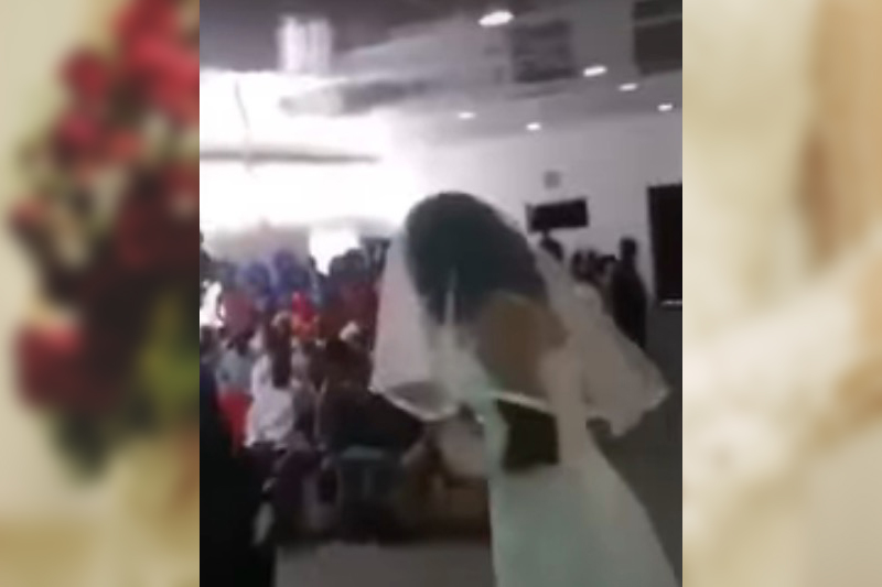 Al matrimonio, tra lo stupore generale, si presenta anche l'amante vestita da sposa, urla e insulti dagli ospiti