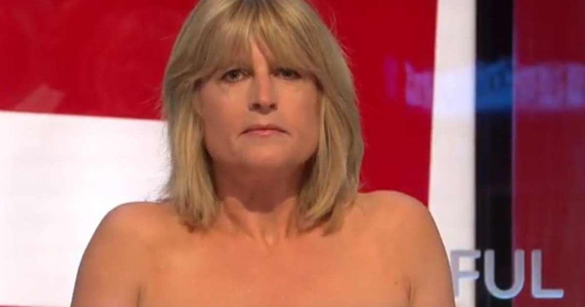 Striptease in diretta, giornalista televisiva per protesta si spoglia durante talk-show, stupore tra i presenti