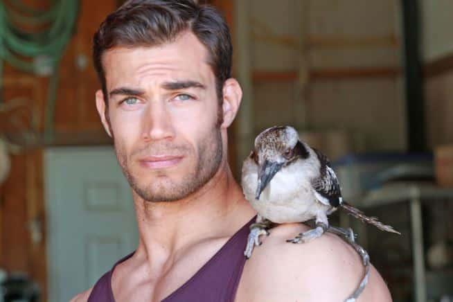 Il medico più sexy al mondo, è un veterinario californiano, le sue foto hanno avuto tantissimi like