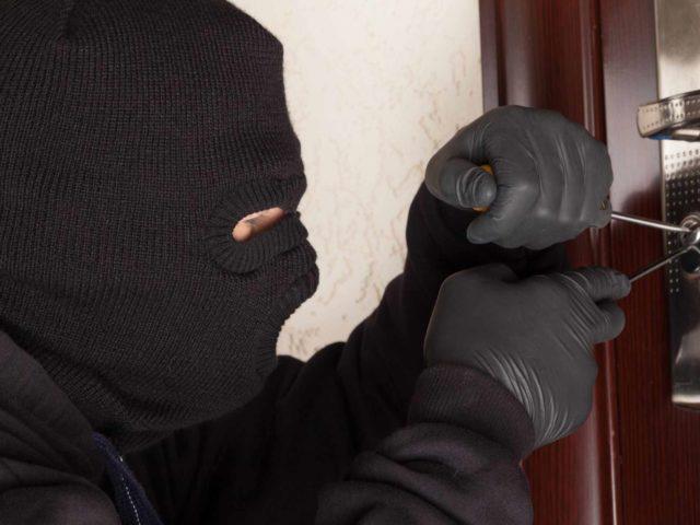 Negoziante assume ladri professionisti per prevenire i furti