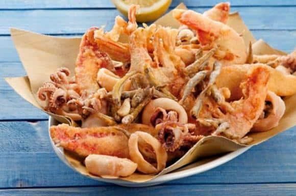 In un noto ristorante scoppia una maxi rissa perché era finta la frittura mista di mare