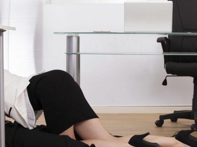 """Per migliorare le prestazioni lavorative bisogna avere """"relazioni molto intime"""" con le colleghe"""