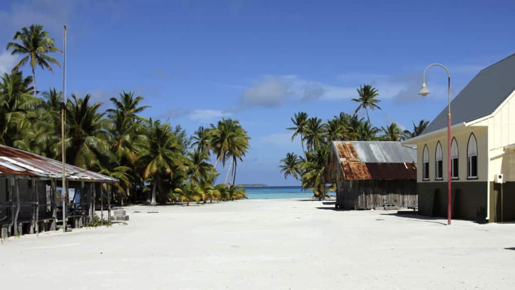 Nell'isola da sogno, senza cellulari e dove si balla e si canta sempre, vivono 63 persone, tutte discendenti dello stesso uomo
