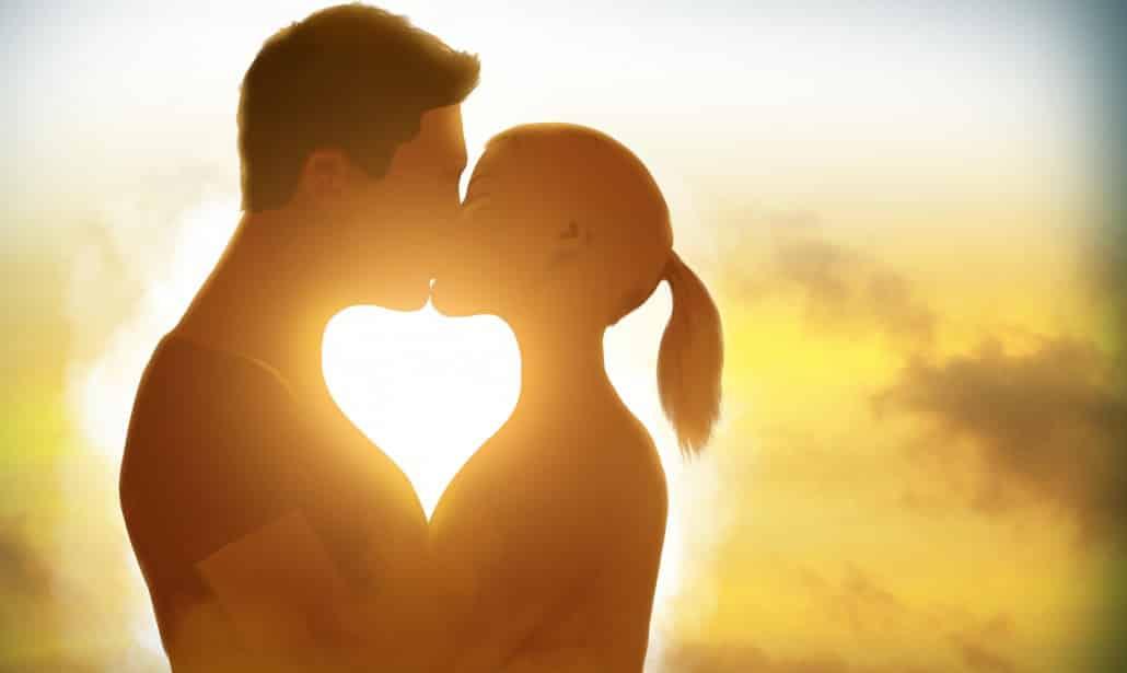 Da un bacio al fidanzato e muore subito dopo, cosa le è accaduto è sconvolgente