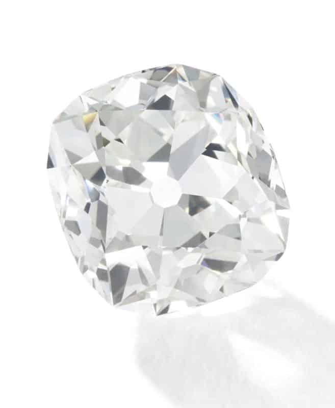 Acquista un anello dal mercatino e dopo 30 anni lo fa valutare, cosa ha scoperto l'ha lasciata senza parole