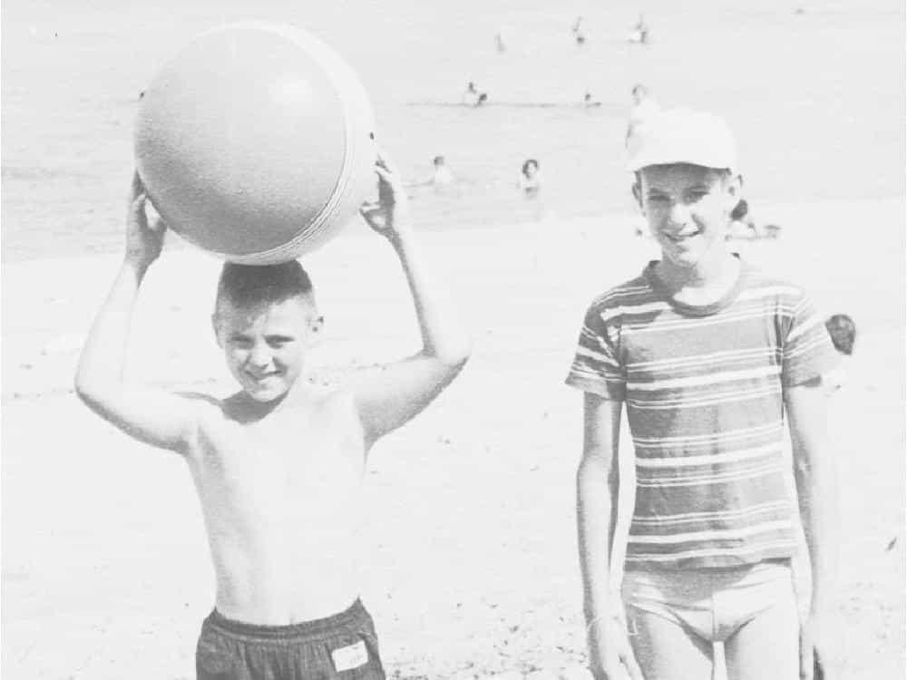 Da piccolo erano stati grandissimi amici, per caso dopo 60 anni scoprono di essere fratelli