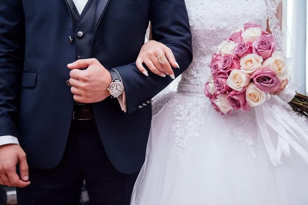Sposa record, in undici anni dieci mariti senza mai divorziare, quale era il suo piano