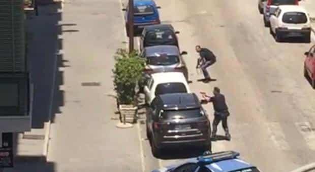 Girano un film armati, arriva la polizia pensando sia realtà e spara, cosa accade dopo