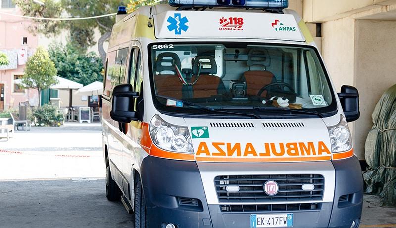 Drammatico incidente in Puglia, uomo cade nel vuoto mentre stava montando un'antenna sul terrazzo di casa