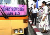Sale sull'autobus sbagliato e non sa più tornare a casa, per 25 anni vaga per strada