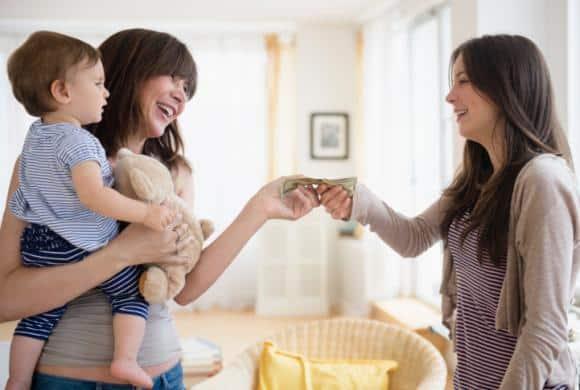 Coppia di genitori cerca baby sitter e offre 4500,00 al mese ma nessuno accetta perché quell'annuncio fa paura