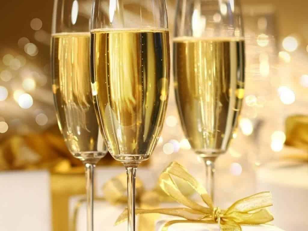 Acquista un bottiglia di champagne da 30.000,00 ma mentre la sta aprendo gli scivola dalle mani e va in frantumi, la reazione del festeggiato