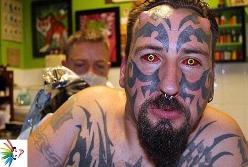 43enne si sottopone a più operazioni e spende una fortuna per essere identico al diavolo
