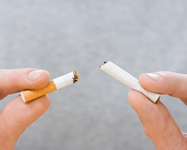 Giura che ha smesso di fumare ma la moglie scopre la verità da Google Street View