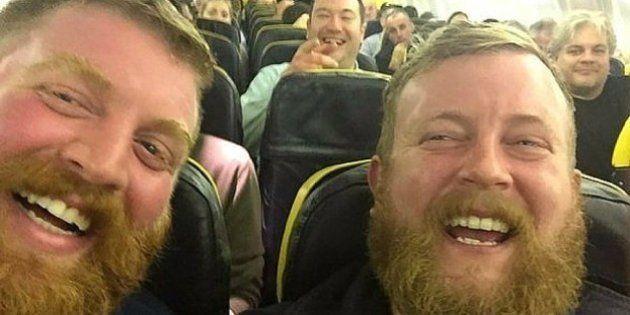 Uomo prende un aereo e il suo vicino di posto è identico a lui, i due sono sconcertati