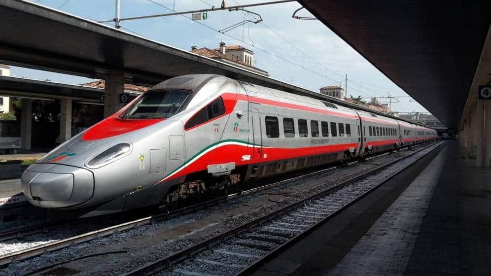 """Emergenza Coronavirus, stop ai treni verso il Sud, da stasera """"non sarà più disponibili"""", l'annuncio dal Ministro dei trasporti"""