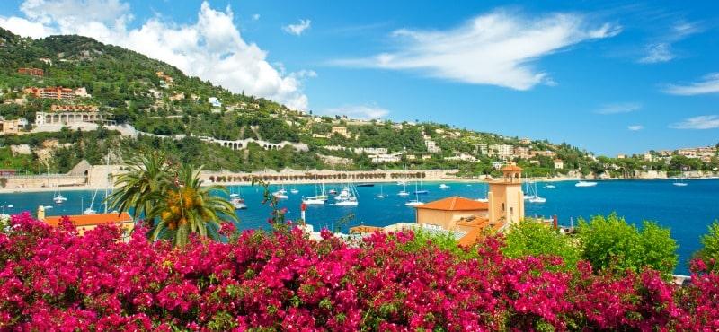 Capo d'azienda regala a  6.400 dipendenti un viaggio in Costa Azzurra