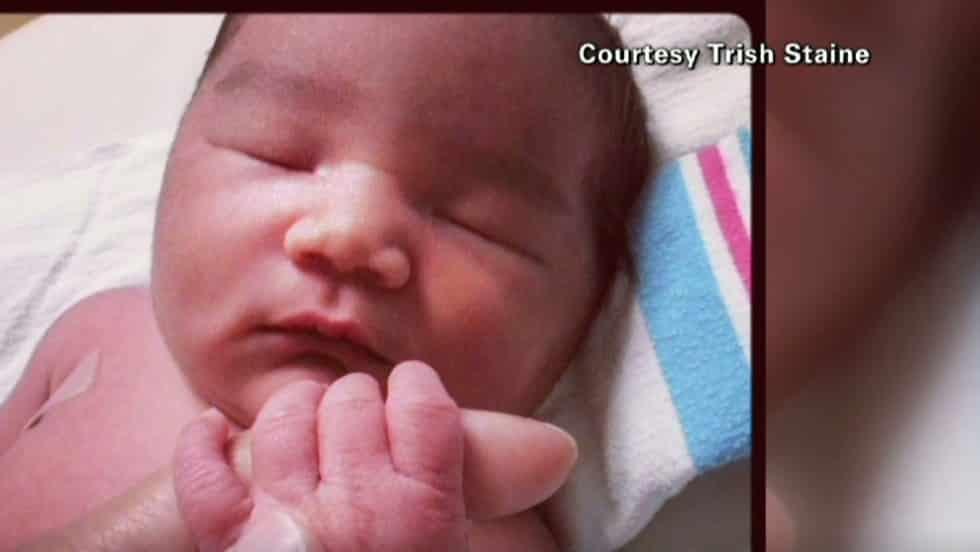 Giovane atleta non sapeva di essere in dolce attesa, partorisce durante una maratona