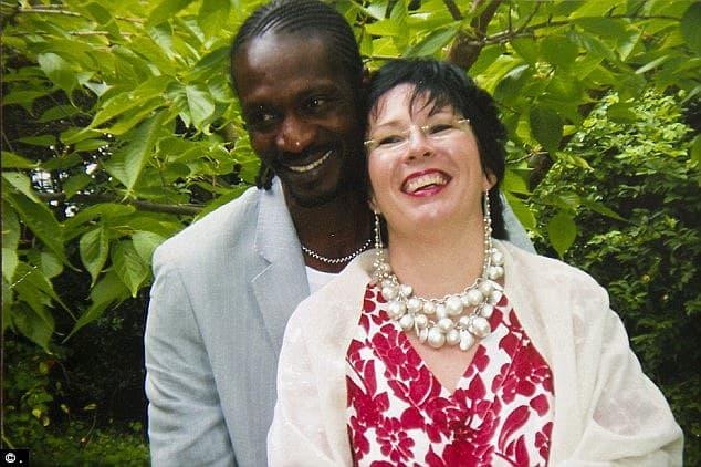 49enne benestante conosce e si innamora di un giovane e prestante senegalese, si sposano ma poi lei scopre che lui ha altre 5 mogli sparse per il mondo