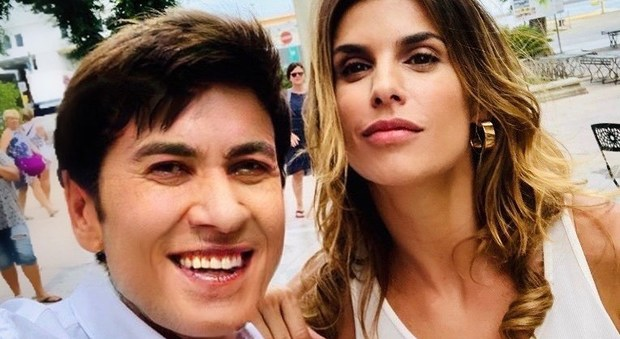 Gianni Morandi, posta una foto con Elisabetta Canalis e chiede se può avere una speranza con una come lei, la risposta della Canalis è incredibile