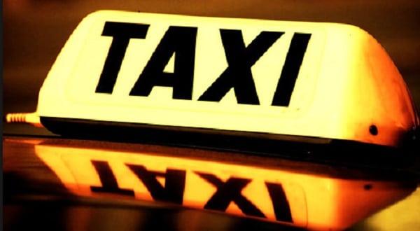Donna partorisce in taxi ed è costretta a pagare 40 sterline per pulire l'auto
