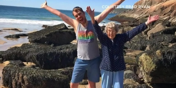La nonna confessa un segreto incredibile al nipote, la reazione di quest'ultimo