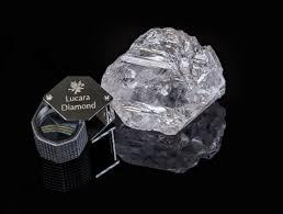 Operaia trova un cofanetto, lo apre e trova un diamante, cosa accade dopo è incredibile
