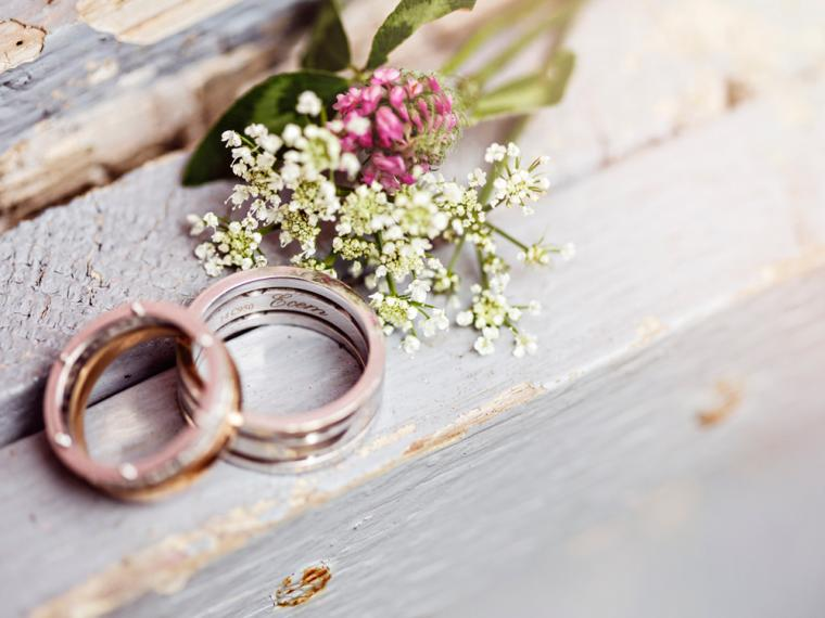 Sull'altare lo sposo dice no e poi aggiunge, lei e il testimone sanno il perché