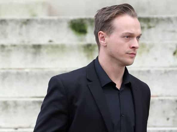 31enne gay prima adotta una bambina di 18 mesi e dopo solo due settimane la picchia così tanto da ucciderla, per lui era satana