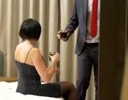 Marito capisce che la moglie lo tradisce nella loro casa, la vendetta che organizza è tremenda