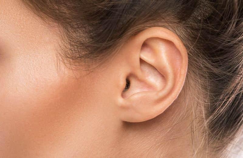 Ragazza accusa dolori al viso e all'orecchio e rischia la paralisi facciale, poi scoprono cosa ha nell'orecchio e i medici rimangono sconvolti
