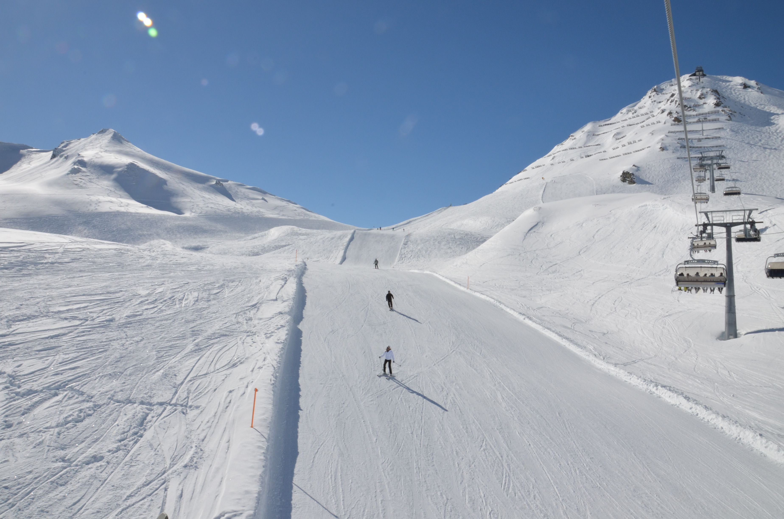 Vanno a sciare e lasciano i bambini in auto, quello che accade dopo è sconcertante