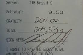 Va a mangiare al ristorante e spese 9 dollari ma lascia alla cameriera una mancia di 200 dollari con un biglietto, quando la donna lo legge è sconvolta e scoppia a piangere