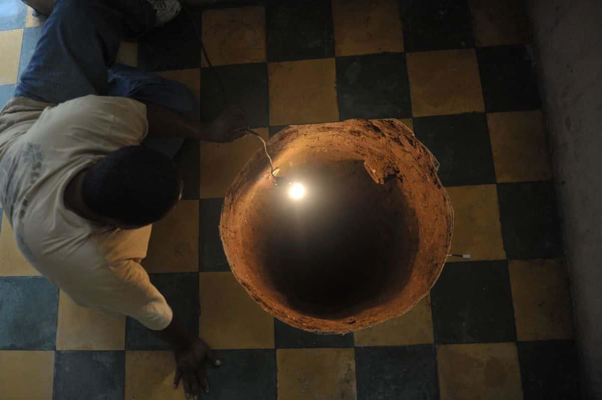Si sveglia nella notte per un boato e trova sotto il letto un cratere profondo 12 metri