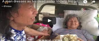 Dopo che muore la sorella un uomo fa una cosa straordinaria per la madre, il racconto è da brividi