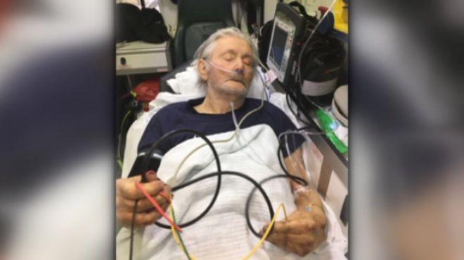 Cade e sbatte violentemente la testa, muore dopo aver aspettato 23 ore l'ambulanza e atteso 7 ore al pronto soccorso