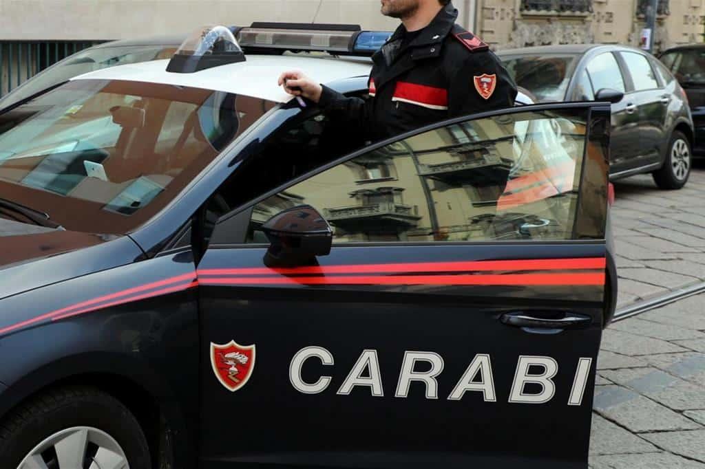 Covid-19 a Bari, due ragazzini di 16 e 14 anni rimasti soli a casa, papà e mamma sono ricoverati perché positivi al virus, ad accudirli i colleghi del papà, i Carabinieri