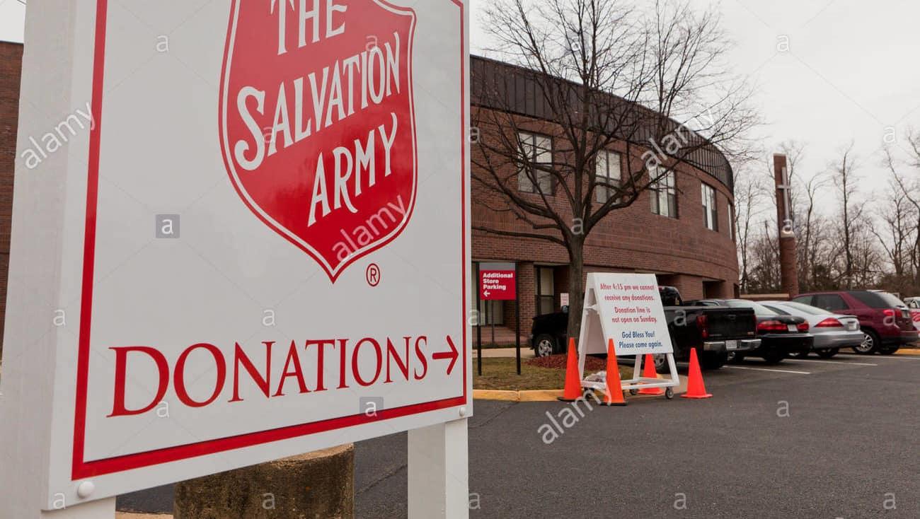Una volontaria di una associazione riceve un dono da uno sconosciuto, non capisce il valore fino a quando …
